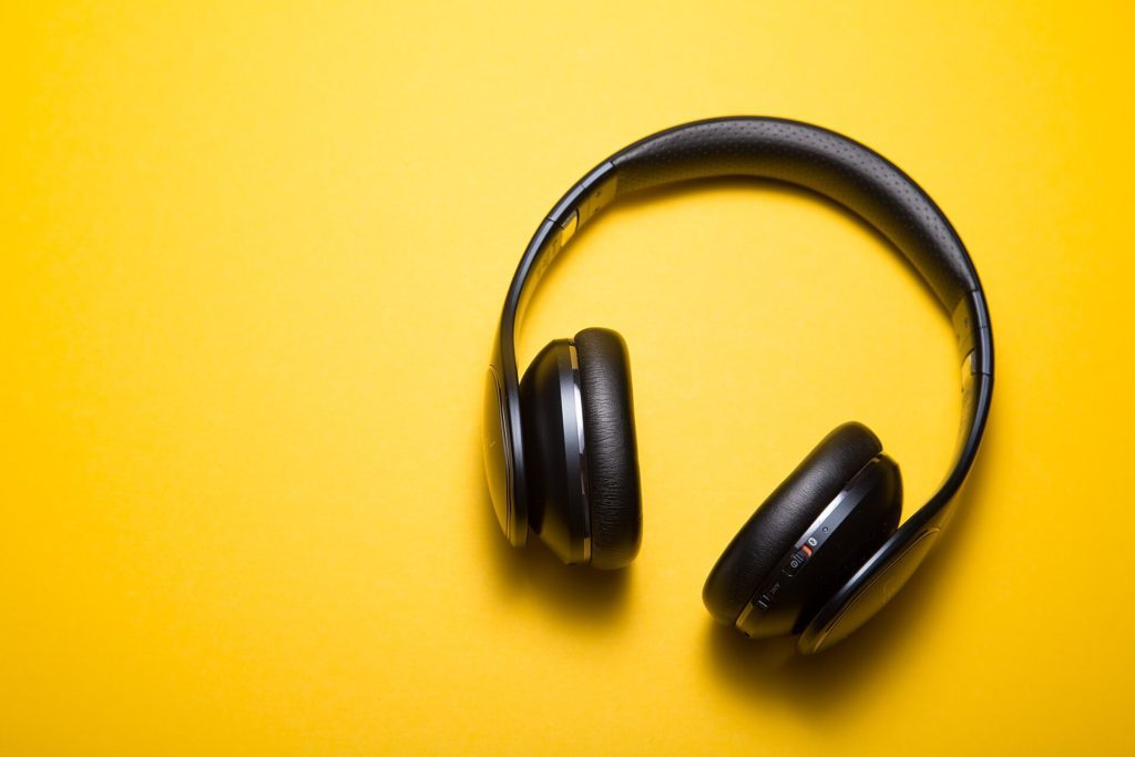 How To Easily Start A Podcast